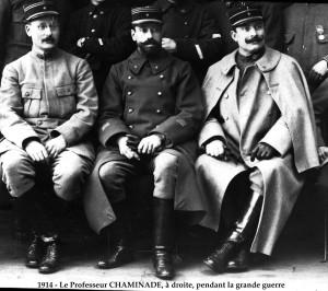 à droite, le docteur Joseph Chaminade