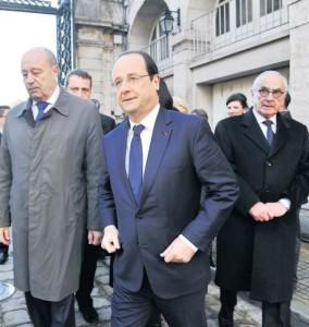 Le chef de l'Etat, entouré de Jean-Michel Baylé (à sa droite) et de Martin Malvy, président de la région Midi-Pyrénées