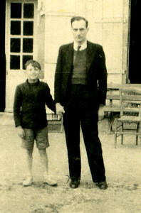 Gilbert Desmoulin et son fils à l'abbaye de Saint-Jacut-de-la-Mer