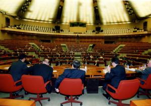 En 2000 à Luxembourg de dos, de g à d, Théret, Baudin, Desmoulin, le préfet Léonelli et le Dr Hecquet