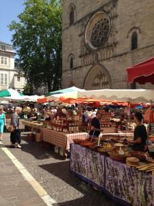 05-Le marché devant la cathédrale