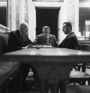 Partie d'échec au café Tivoli. à dr Lucien Reutenauer, au centre Léon Bouzerand