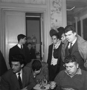 En 1959 au café Tivoli, de g à dr, Etienne Paillé, Gilles Serres, Martin Malvy, Michel Desmoulin, Jean Berbier