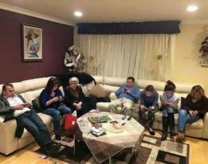 Quand les jeunes rendent visite à la grand-mère...