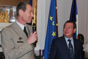Le GCA Bernard de Courrèges d'Ustou et le président Mario Faure