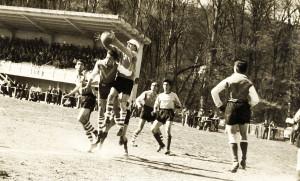 Salien et Desmoulin à la lutte pour la possession du ballon le jour du match Cahors-Gramat